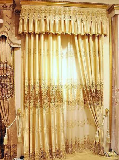 金色欧式窗帘 打造奢华古典宫廷式家居【图】