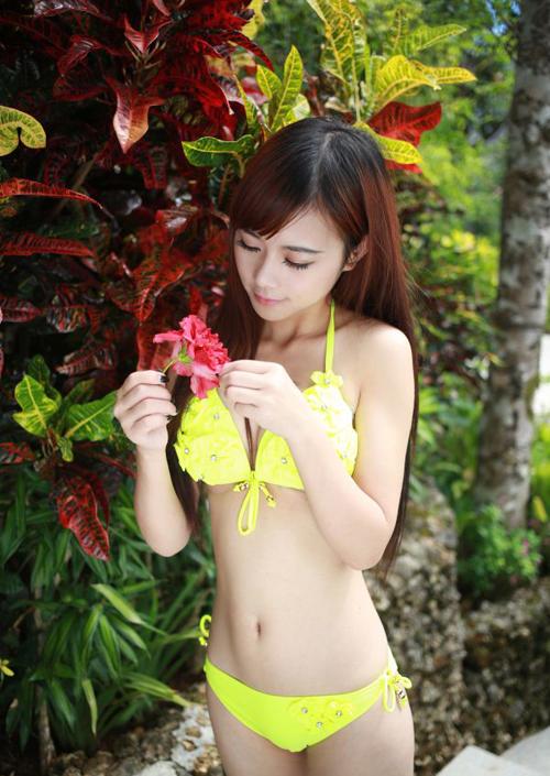 性感鲜嫩美女比基尼秀 雪乳迷人让你激情一夏