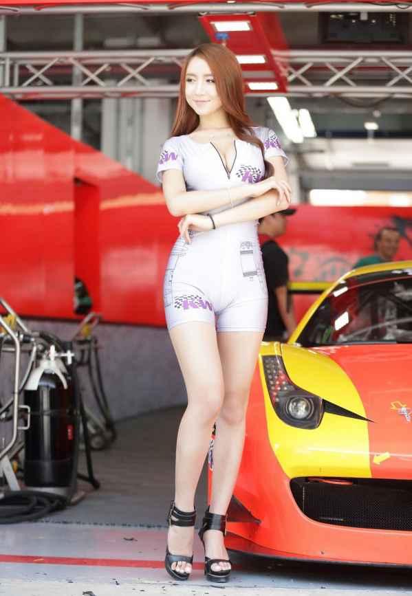 韩国顶级赛车美女模特图片 前凸后翘展双重诱