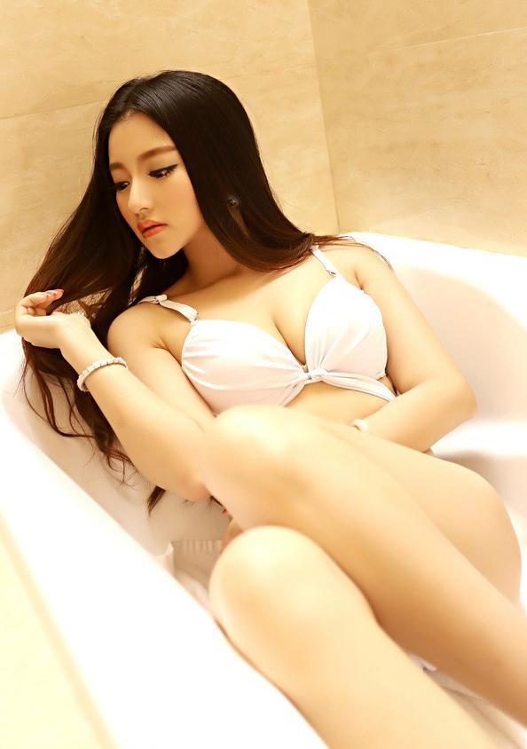 绝色美女浴室私房照 白皙光滑肌肤引人遐想