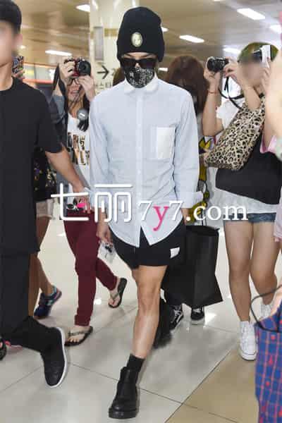 bigbang权志龙八月机场街拍图片 彰显帅酷个性超有型图片