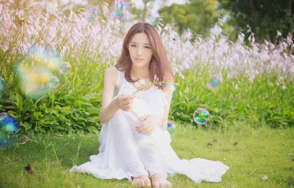 白衣美女清纯图片 阳光七色泡泡塑造唯美年代