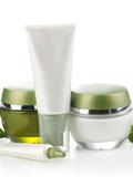 网购化妆品可靠吗 英国查获大量假冒美容产品