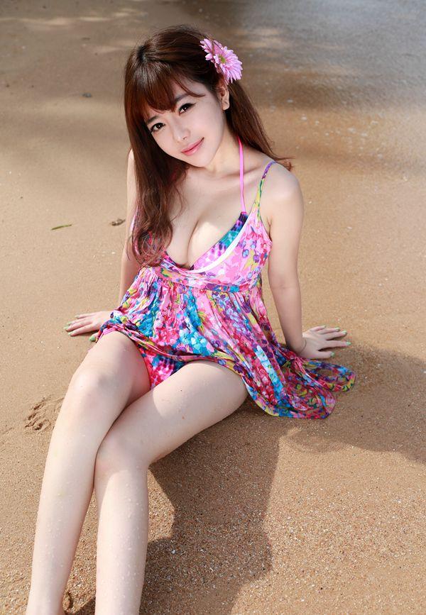 性感女神美女刘飞儿泳装写真 竖