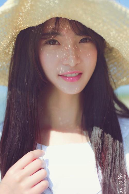 清纯美女海边生活照 阳光沙滩唯美至极