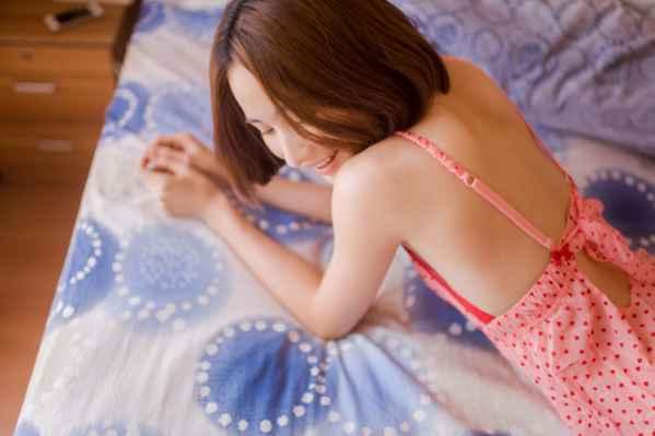 平胸美女性感睡衣写真