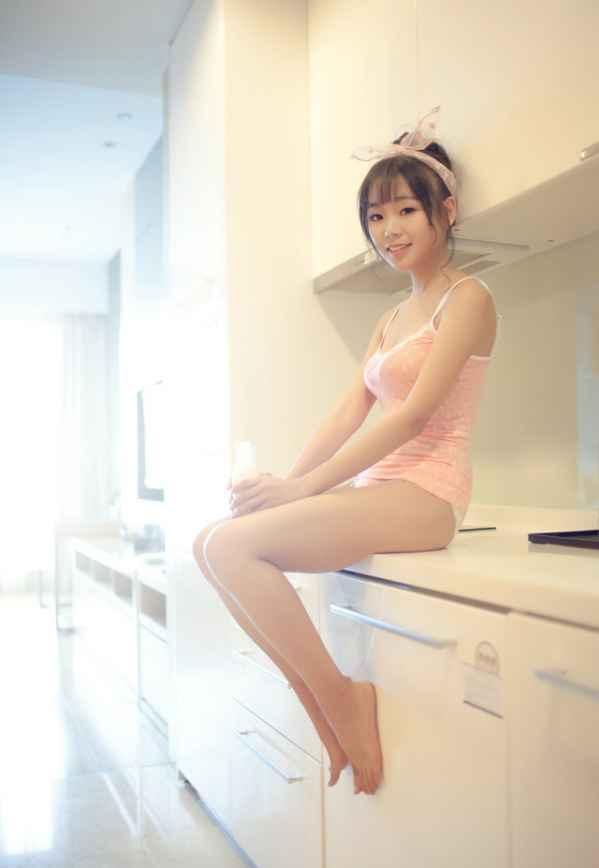 浪漫粉紅性感女孩挑戰致命誘惑