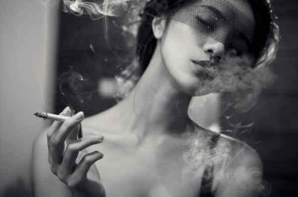 美女黑白时尚写真大片 烟雾缭绕中的美女