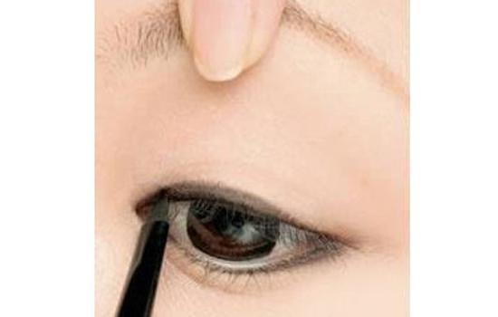 眼线膏的画法步骤图,眼线膏的画法步骤图解