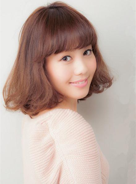 大脸女生适合的发型 中短发发型最显脸小图片