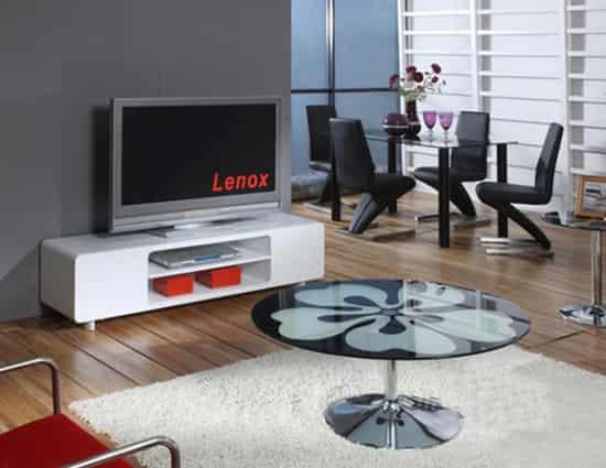 编辑点评:欧式宫廷风格的电视柜组合,乳白色的色调比较柔和,柜子边缘