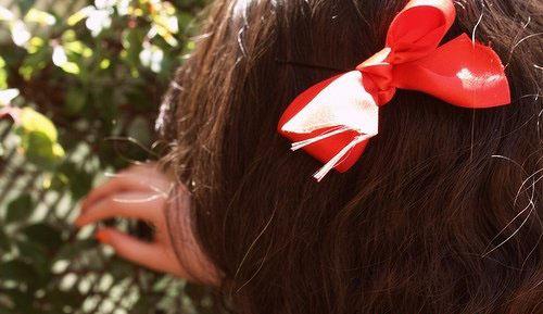 韩国蝴蝶结发卡头饰戴法 给你与众不同的美
