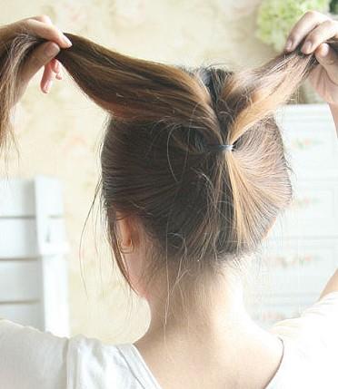 四款超简单时尚发型教程,瘦脸减龄发型扎发步骤图片
