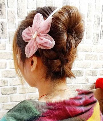 2013年最新瘦脸发型 丸子头编发的扎法图解