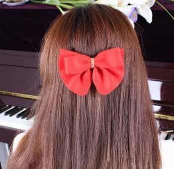 适合懒人上班族的发型扎法  先将头发梳好理顺,其实像这样夹个蝴蝶结图片