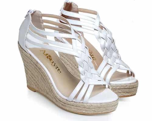 淘宝网2012夏季新款坡跟凉鞋 让你清凉舒适一整夏