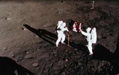 人类第一次登月的美国宇航员阿姆斯特朗逝世
