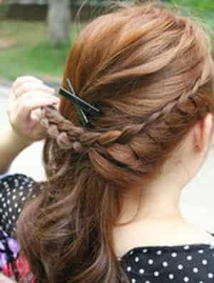 图解韩式俏皮优雅低马尾发型的编发扎法步骤