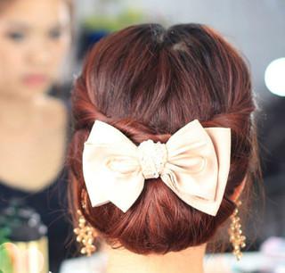 优雅盘发发型扎法图解 简单打造显气质聚会发型图片