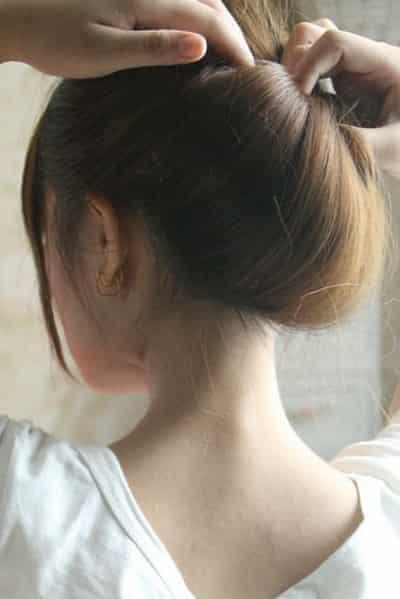 效果图:这款日系简单一分钟盘发步骤是所有盘发发型中最简单也是最图片