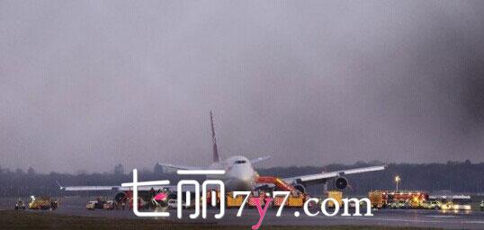 英国航班起落架故障成功迫降无伤亡 网友:有位靠谱飞行员很重要 此外,英国维珍大西洋航空公司,航班号为VS43的波音747客机,从伦敦起飞后,因起落架发生故障,最后紧急返航,急迫降在伦敦盖特威克机场,机场有447名乘客和15名机组人员。据了解,该架飞机在飞行过程中,因起落架无法正常落下,一直在海岸线盘旋,高度维持在5200英尺,但飞机距离起飞已经超过了4个小时。最后,飞行员决定返航,当飞机成功迫降机场后,所幸机上的乘客均无受伤。网友对此留言称:有个靠谱的飞行员是多么重要啊!。 拓展阅读: