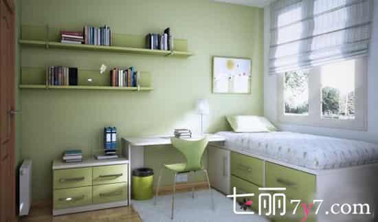 香芋紫色 墻壁全部涂成紫色,留一面涂成豎條紋的模樣來塑造屋主的個性,壁柜單人床什么的全部靠墻,如此慵懶的坐在上面看書,伸手就能觸摸到書本,如此的近距離多么美好呀。  清新綠色 清新的綠色讓你感覺置身于大自然,配上白色的窗沿、卷簾以及白色的床上用品,簡潔的線條書架,節約了空間又節約了時間,與陽光對照的桌面,讓白天清晨看書更加的舒適。
