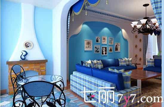 客厅 吊灯和壁灯都是采用欧式风格,典雅大气。深浅蓝色搭配的格子布艺沙发搭配原木茶几,将地中海风格完美呈现而出。半弧形的客厅背景墙由温馨的纸片组合而成,体现出居住者对家庭温馨感的追求。  餐厅 像这种客厅比较大的户型,可以合理规划出区域,这样能节省不少空间。划分出的餐厅也是与客厅同样的风格,都带有格子印花修饰,尽显温馨情调。整体看上去区域感很强。 扩展阅读: