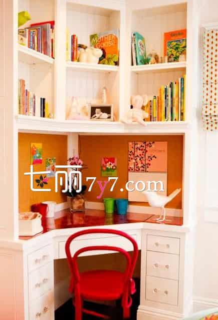 转角书桌书柜组合效果图 利用空间的好设计