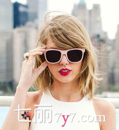 泰勒·斯威夫特发型图片 金色中长短发俏皮活力十足