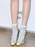 春季高跟鞋+时尚短袜最时髦 金泫雅领衔示范搭配
