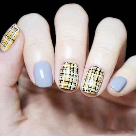 美甲格子款式图片 经典在指甲上的不同演绎图片