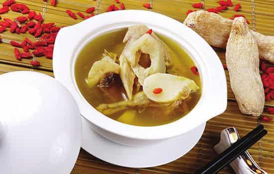 冬天干燥喝什么汤好,冬天干燥吃什么汤,冬季干燥喝什么汤好