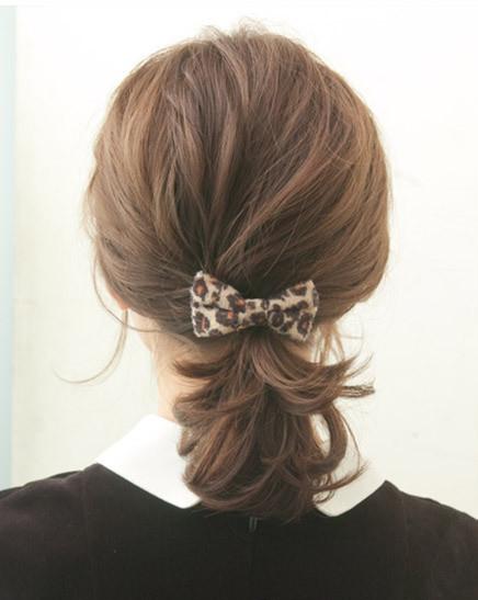 中短发怎么扎好看马尾图解 低马尾扎发最优雅俏丽 (436x547)图片