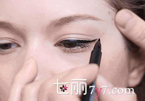 双眼皮怎么画眼线,双眼皮画眼线的步骤