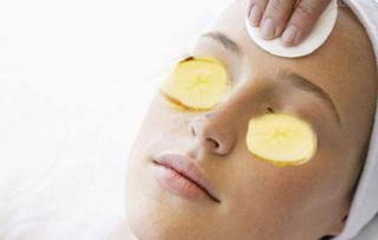 土豆能去黑眼圈吗,土豆去黑眼圈的方法有效吗,土豆片敷眼去黑眼圈法有用吗