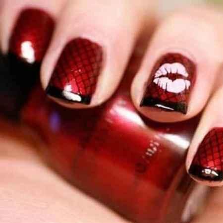 这款红色指甲相对其他的显得时尚