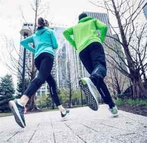 跑步后膝盖疼怎么恢复 跑步新手和?#22799;?#24517;备技能