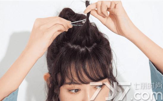 短发半丸子头的扎法图解 简单一分钟就能坐拥风靡丸子发型