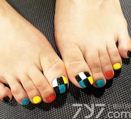 脚趾甲美甲图片2016款式,脚趾甲美甲图片大全,脚趾甲美甲款式多样