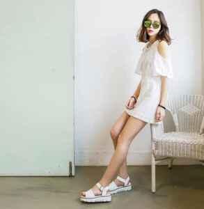 白色涼鞋怎么搭配 盡顯女人優雅風情