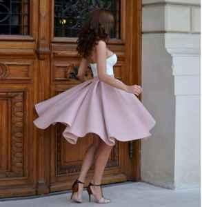 粉色半身裙配什么颜色上衣 做一个浪漫的少女