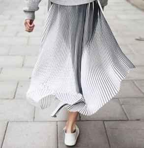 中长款百褶裙搭配图片 气质与时尚并存