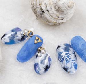 美甲花朵画法 沁蓝花朵美甲DIY