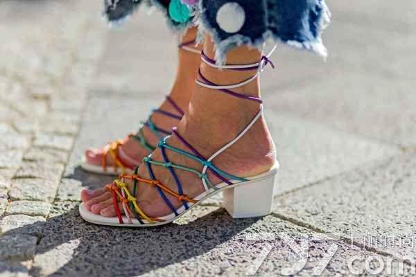 凉鞋女款2016新款图片 这些必buy款式抢先看