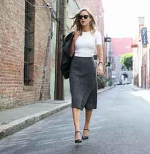 灰色裙子配什么颜色的上衣 不仅仅是有范儿