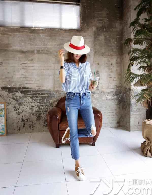 蓝白条纹衬衫搭配女,蓝白条纹衬衫女图片,蓝白条纹衬衣搭配