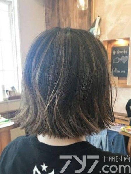 雾面发色搭配短发还蛮具有外国人的感觉,不过这样的发型可能不图片