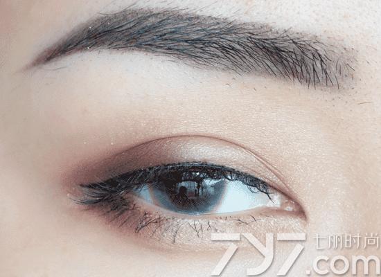 lunasol双色眼影画法
