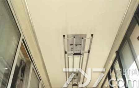 阳台集成吊顶安装晾衣架