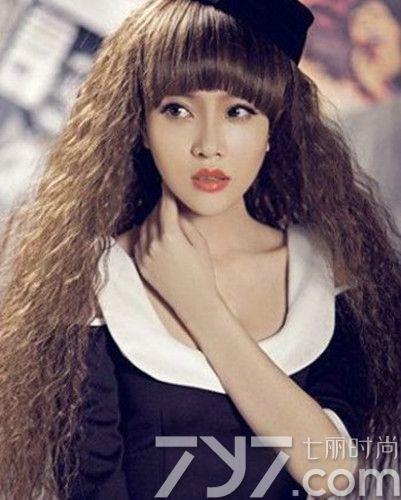 中长发齐刘海麦穗发型图片